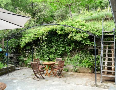 La terrasse avec pergola